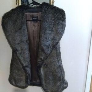 ✨80% off original price✨ Club Monaco faux fur vest